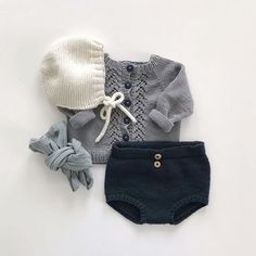 Baby Outfits, Newborn Outfits, Toddler Girl Outfits, Kids Outfits, Knitting For Kids, Baby Knitting, Cute Baby Shoes, Retro Mode, Kind Mode