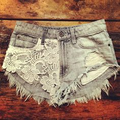 love the lace grunge look