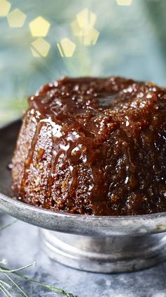 A sticky, syrupy pudding that can be made in 10 - count 'em - 10 minutes. A great alternative Christmas pud.