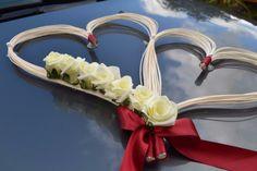 décoration voiture mariage en forme de coeur Wedding Car Decorations, Wedding Favors, Wedding Bouquets, Deco Floral, Wedding Preparation, Flower Arrangements, Wreaths, Cars, Romantic Wedding Decor