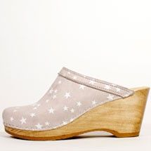 No.6 old school clog on wedge in tan/white stars  LOVE!