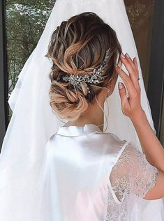 Beautiful Dress With Gorgeous Hairs Vintage Hairstyles For Long Hair, Wedding Hairstyles, Cool Hairstyles, Bridal Hair Vine, Pearl Hair, Gorgeous Hair, Beautiful, Headpiece Wedding, Wedding Hair Pieces