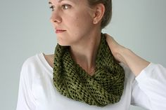 Frons (Latin for foliage) is a quick, single-skein cowl with a pretty, leafy, allover lace pattern. The cowl is knit in the round from end to end and twisted before the two ends are joined. The lace pattern is a simple, rhythmic 4-row repeat – it knits up in no time and creates a very pretty little cowl that you'll want in every color.