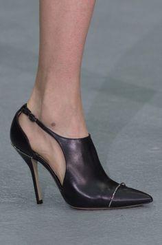 David Koma at London Fashion Week Fall 2016 - Details Runway Photos I Love My Shoes, Fab Shoes, Unique Shoes, Me Too Shoes, Black Shoes, Mode Shoes, Shoes 2017, Ugly Shoes, Crystal Shoes