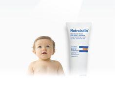 Esos paseos al sol... Paseos en el cochecito, juegos en el parque, visitas a los abuelos... Cada día exponemos el bebé al sol. La piel del bebé, debido a su inmadurez, necesita una protección frente a la radiación solar. La gama Nutraisdin Crema facial aporta el nivel de protección que su piel necesita para poder disfrutar del sol.  Nutraisdin Crema facial hidratante SPF 15 Y Nutraisdin Crema facial hidratante Piel clara y sensible SPF 30