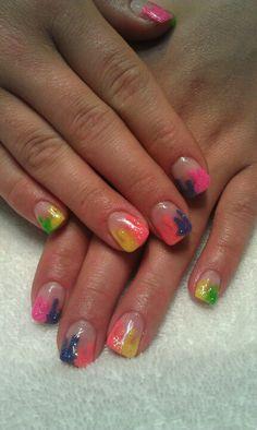 Paint drip gel nails