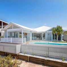 60 Stunning Australian Farmhouse Style Design Ideas - Page 29 of 56 - Abidah Decor Hamptons Style Homes, Hamptons House, House Cladding, Facade House, House Exteriors, White Trim, Modern Pools, Beach Cottages, Tiny Cottages