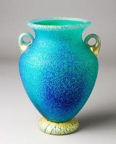 岩田久利作 花器「緑松」1985年 (幅19cm・奥行17.5cm・高さ24cm)