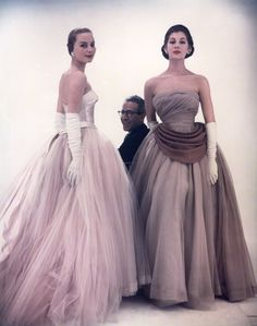 Victor Frank Stiebel with two models, 1953, photo by Norman Parkinson