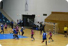 Handbal adevarat cu SCM Craiova in Polivalenta - Daniel Botea Basketball Court, Sports, Hs Sports, Sport