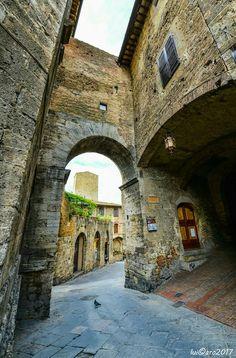San Gimignano.   Just in San Gimignano... sweet spot on our earth! ❤️