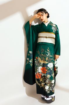 "NEW!成人式のネクストトレンドは""ビンテージ"" #振袖 #成人式 #成人 #前撮り #後撮り #aimme #model #fashionphotography #kimono #furisode #vintage #fashion Traditional Kimono, Traditional Fashion, Traditional Dresses, Furisode Kimono, Kimono Dress, Kimono Mantel, Chinese Clothing, Chinese Dresses, Kimono Design"