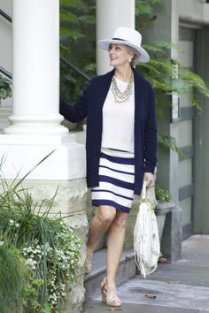 Best Fashion Tips For Women Over 60 - Fashion Trends Over 60 Fashion, Oscar Fashion, Over 50 Womens Fashion, Fashion Over 50, Fashion 2018, Fashion Outfits, Fashion Trends, Fashion Top, Cheap Fashion