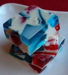 I will have to make this Patriotic Jell-O for Jason's mother's 4th of July party :)