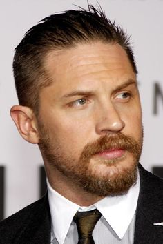 The Inspirational Gallery Of The Best Tom Hardy Haircut Styles Popular Beard Styles, Beard Styles For Men, Mens Facial, Facial Hair, Tom Hardy Taboo Haircut, Short Slicked Back Hair, Goatee Styles, Haircut Styles, Tom Hardy Beard