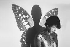 Metamorphose or body architecture - Redhead on the road - Medium Self Portrait Photography, Artistic Photography, Creative Photography, Photography Poses, Creative Portraits, Narcisse Et Echo, Projector Photography, Photographie Portrait Inspiration, Photo Images