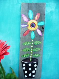 Beer Caps, Old Pallets, Flower Canvas, Paint Party, Artsy Fartsy, Garden Art, Wood Art, Wind Chimes, Flower Power