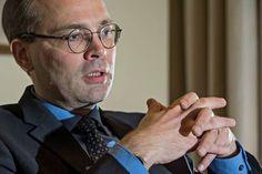 Puolustusministeri Jussi Niinistön (ps) mukaan uudet uhat vaativat uusia keinoja.