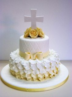 Religious Cake - First Communion Formation Patisserie, Christening Cake Boy, Baptism Cakes, Bible Cake, First Holy Communion Cake, Religious Cakes, Confirmation Cakes, Pretty Cakes, Creative Cakes