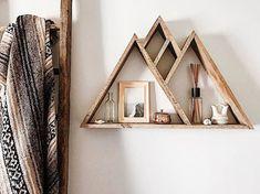 Inspiration déco : étagère en bois triangulaire en forme de montagnes >> http://ptilien.fr/4ewD #deco #homedecor