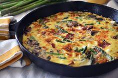 Asparagus, Leek, Mushroom and Bacon Frittata Quiche, Frittata Recipes, Breakfast Frittata, Low Carb Recipes, Vegetarian Recipes, Healthy Recipes, Healthy Food, Stuffed Mushrooms, Arrows