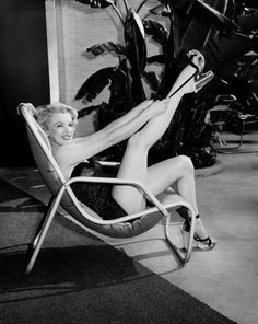 Google Image Result for http://www.diggallery.com/images/photographers/frank-worth/products/marilyn-monroe/marilyn-monroe-i-medium.jpg
