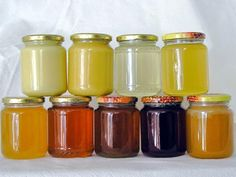 Each honey type has its own properties: Chestnut: anti-flu and anti-anemic, it stimulates the blood circulation; Multiflowers: detoxifying, it is useful in case of urinary inflammation; Linden: calming and relaxing; Rododhendrum: useful in case of neurosis, bronchitis and loss of appetite; Dandelion: diuretic and cleansing; Cherry: detoxifying and draining; Alpine flora: emollient and expectorant; Honeydraw: balsamic.