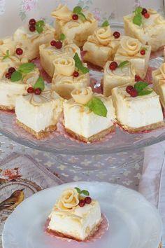 Omar-karkit kuuluu ehdottomasti omiin suosikkeihin ja jotain hyvää niistä oli tehtävä. Muokkasin vähän suosikki juustokakku -reseptiä ja annoin... Finnish Recipes, Good Food, Yummy Food, Sweet Bakery, Mini Desserts, Sweet And Salty, Let Them Eat Cake, Yummy Cakes, Toffee