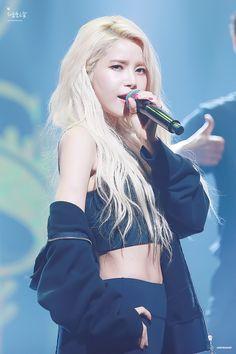 Kpop Girl Groups, Korean Girl Groups, Kpop Girls, Solar Mamamoo, Korean Women, South Korean Girls, K Pop, Mamamoo Kpop, Sun Solar