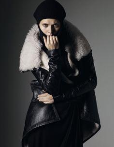 L'hiver dans Vogue: Malgosia Bela photographiée par Mark Segal dans la série Rick Le Magnifique du numéro de septembre 2007 de Vogue Paris http://www.vogue.fr/mode/inspirations/diaporama/l-hiver-dans-vogue-paris/16356/image/882933#malgosia-bela-mark-segal-vogue-paris