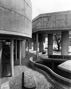 Werdmuller Centre: the context, the people and the possibilities Alison And Peter Smithson, Ruined City, Concrete Facade, Concrete Sculpture, London Theatre, Social Housing, Space Interiors, Garden Buildings, Street Culture