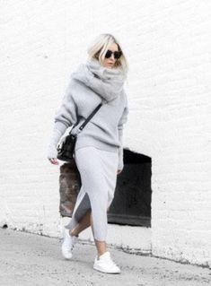 Combine oversize look: THIS styling mistake makes even fashion professionals and so you avoid it - Sporty Outfits ❤ Sweater Skirt Outfit, Legging Outfits, Sporty Outfits, Mode Outfits, Winter Outfits, Fashion Outfits, Winter Dresses, Sneaker Outfits, Fashion Mode