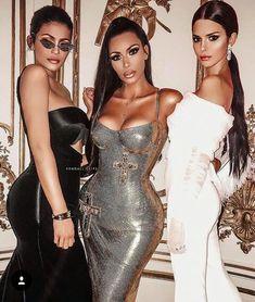Kylie Jenner, Kim Kardashian West, and Kendall Jenner Kardashian Family, Kardashian Style, Kardashian Jenner, Kardashian Dresses, Fashion Models, 90s Fashion, Estilo Jenner, Jenner Sisters, Style Vintage