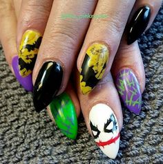 halloween nail art handpainted with sculpted acrylic. batman joker halloween nail art handpainted with sculpted acrylic. batman joker bats yellow @ the-pinkraven Source by aprillogea Batman Nail Art, Superhero Nails, Diy Halloween Nails, Halloween Nail Designs, Joker Halloween, Easy Halloween, Halloween Party, Maquillage Harley Quinn, Witch Nails