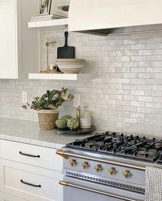 Our Favorites from the feed - greige design Kitchen Interior, New Kitchen, Kitchen Dining, Kitchen Decor, White Tile Backsplash Kitchen, Kitchen Tiles Design, Kitchen Counters, Kitchen Ideas, Kitchen Cabinets