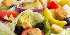 Edupost.id – Salad bukan hanya dikonsumsi sebagai makanan pembuka namun bisa sebagai hidangan utama tergantung bahan yang dicampurkan ke dalamnya. Berikut ini lima cara membuat salad cepat saji…