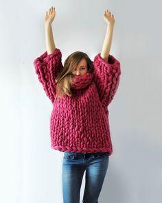 La diseñadora Anna Mo, nacida en Ucrania, revoluciona el tejido cuando decide confeccionar prendas con gruesas puntadas y llega a crear prendas super atractivas. Ella utiliza agujas de 2 pulgadas de espesor para realizar estos enormes tejidos. Anna siempre trata de generar un tejido con diseño, e