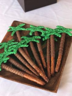 The only list you need for Moana party food ideas - Moana party ideas! The only list you need for Moana party food ideas - Aloha Party, Luau Theme Party, Hawaiian Luau Party, Birthday Party Themes, Party Party, Birthday Ideas, Tiki Party, Luau Party Decorations, Hawaii Party Food
