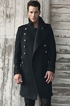 MILITARY STYLE BLACK COAT.