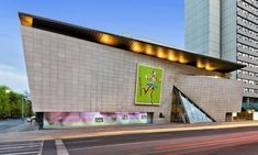 Book your Bata Shoe Museum tickets online and skip-the-line! Save time and money with our best price guarantee ▻ make the most of your visit to Toronto! Local Museums, Free Museums, Romantic Things To Do, Cheap Things To Do, Ottawa, Quebec, Niagara Falls Helicopter, Montreal, Pass Program