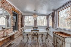 Cute Tennessee Rental Cottage - Shelter and Roost Rental Home