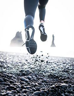 Running To Lose Weight Videos - Running Motivation Man - Running Workouts For Beginners - Running Pose, Running Art, Running Photos, Running Workouts, Trail Running, Sport Photography, Fitness Photography, Creative Photography, Sport Motivation