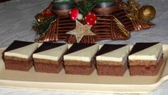 Dvojfarebné orechové kocky. Rum, Panna Cotta, Waffles, Breakfast, Cake, Ethnic Recipes, Bear, Morning Coffee, Dulce De Leche