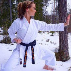 Female Martial Artists, Martial Arts Women, Boxing Gloves, Taekwondo, Karate, Art Women, Country Life, Egypt, Training