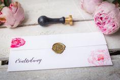 Bei Mannikus Made bieten wir dir einzigartige und wunderschöne Hochzeitseinladungen. Deine Einladung zur Hochzeit designen wir dir mit ganz besonderen Eyecatchern.
