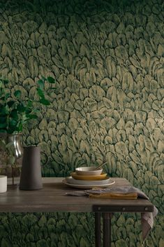 Delicate and ethereal, displays of brilliant plumage gives a beautiful look at a birds most unique feature. This feather wallpaper features a metallic green, foil base with a transparent, matt black feather overlay creating a bold statement wallpaper. Feather Wallpaper, Gold Wallpaper, Modern Wallpaper, Pattern Wallpaper, Wallpaper Jungle, Carpet Fitters, Paint And Paper Library, Little Greene, Wallpaper Online