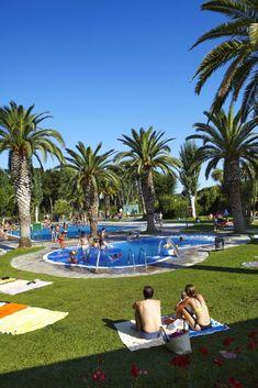 Campingplatz Valldaro in Playa d'Aro, Costa Brava, naher Strand. Campingurlaub in Spanien. Boulevard, Glamping, Travel Destinations, Golf Courses, Dolores Park, Cool Designs, Adventure, Tricks, Restaurants