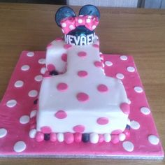 Minnie Mouse first birthday cake pink and white pokadots