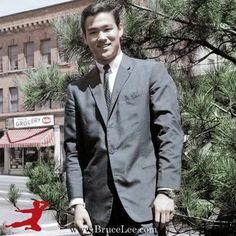 Bruce Lee,miss and luv u great Master Bruce Lee Facts, Bruce Lee Pictures, Bruce Lee Family, Bruce Lee Martial Arts, Brandon Lee, Enter The Dragon, Martial Artist, Dapper Men, Chuck Norris