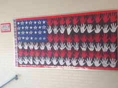 Veterans Day Bulletin Board where students make a flag out of their hands. Each student is then able to dedicate a hand in honor or in memory of a veteran! November Bulletin Boards, Classroom Bulletin Boards, Classroom Ideas, Music Classroom, Preschool Classroom, Classroom Organization, Organizing, Military Child Month, Veterans Programs